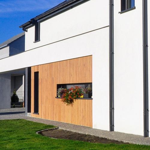 drewno na nowoczesnym domu